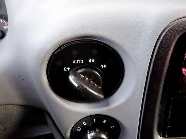 スイッチ切り替えのパートタイム4WDで、デフロックも装備しております。