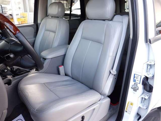 全席レザーシートです。メモリー機能付パワーシートや、シートヒーターも標準装備です。