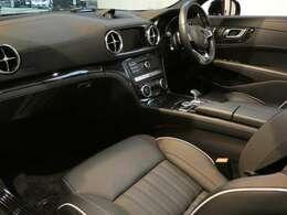 ブラックを基調とした車内にブラックアッシュウッドインテリアトリムを採用!メルセデスベンツ特有の高級感を存分に堪能して頂けるインテリアになります!車内を彩るマルチカラーアンビエントライトも魅力です!