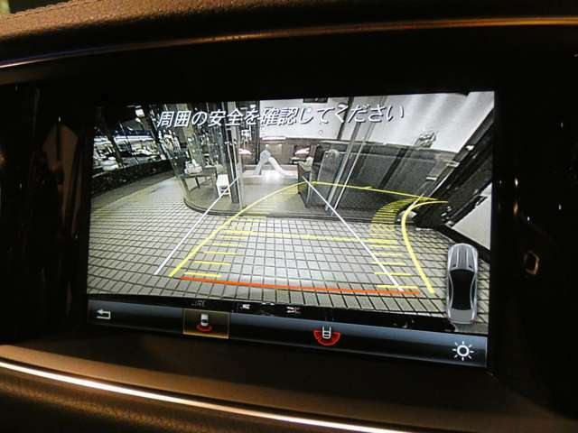 目視で確認する事が難しい後方を映し出すガイドライン付きバックカメラを装備!狭い箇所での駐車等も安心して頂けます!パークトロニックセンサーと併せてご使用下さい!TEL:047-390-1919