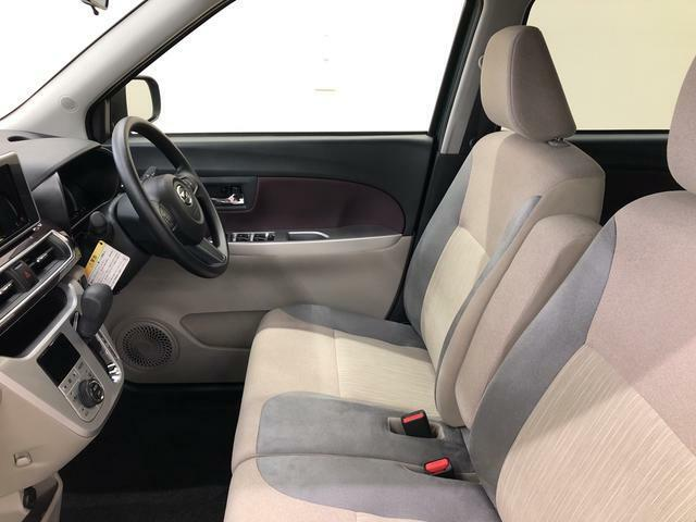 余裕のある運転席ですので、快適なドライブをお楽しみいただけます。