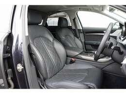 運転席は大きな汚れもなく綺麗な状態です!