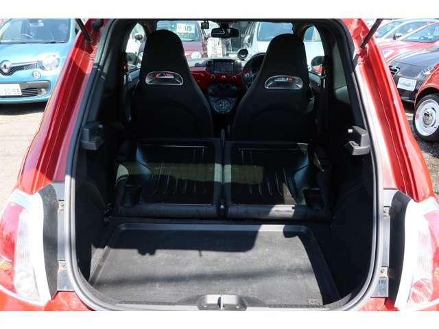 ●後席シートを倒かなり広いスペースを確保できます!長めの荷物でも積み込み可能ですよ♪