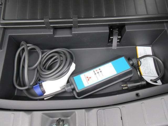 普通充電はコンセントを挿入