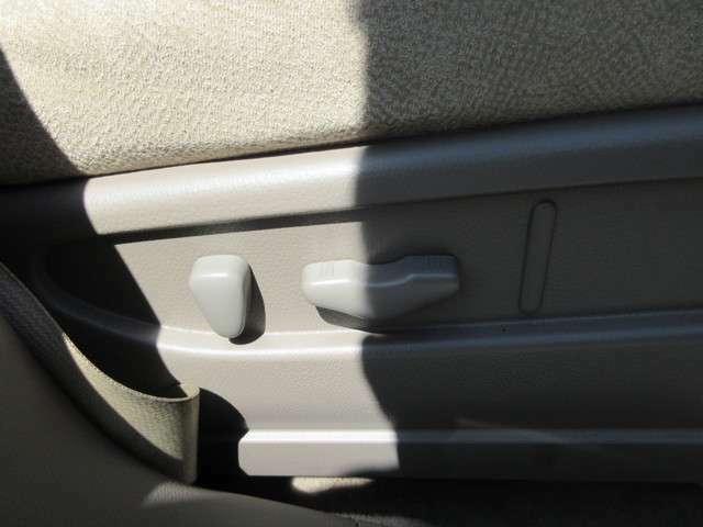 内外装につきましては、熟練のスタッフが真心込めて丁寧に車内清掃、外装磨きを致します。鉄粉を除去してポリッシャーバフで綺麗に磨いた車はもちろん他社とは比べ物にならない綺麗な内外装です。