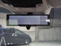 センターカメラミラーシステム 後方の視界をテールゲートに装着されたカメラの映像で確認することが可能。