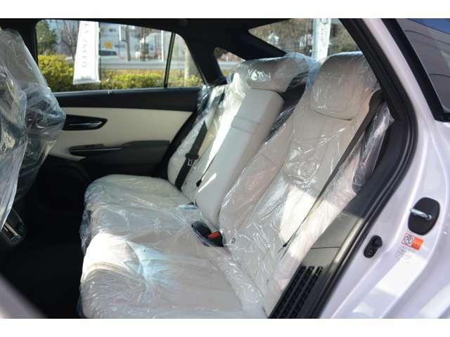 ■リアコンフォートパッケージが装備されておりますので、後席にもシートヒーターやオートエアコン等が装備され快適にドライブをお楽しみいただけます。