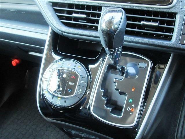 フルセグナビ・バックカメラ・Bluetoothオーディオ・両側自動ドア・モデリスタエアロ・レザーシート・シートヒーター・LEDライト・アイドリングストップ・クルーズコントロール・オートHIビーム