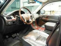 自社工場内にはアライメントテスター、大経タイヤ対応のタイヤチェンジャーを導入しております。