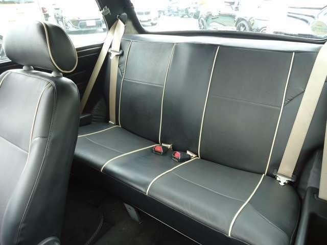 運転席・助手席シートが前に倒れますので、リヤシートへかなりスムーズに乗りやすいです。