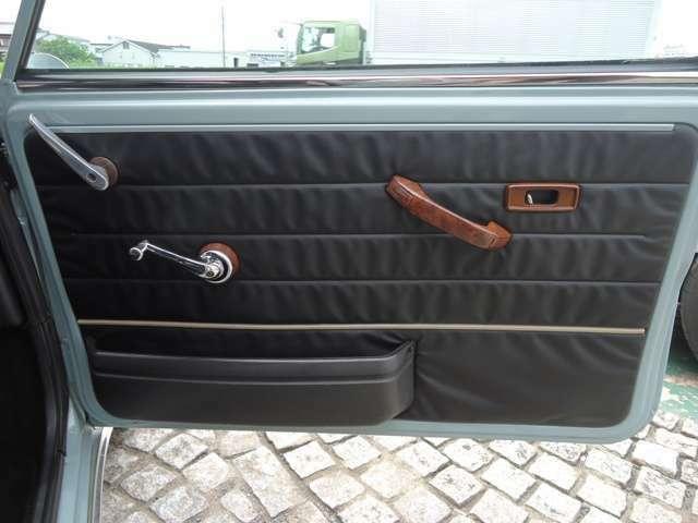 ウッド製ドアキャップです。