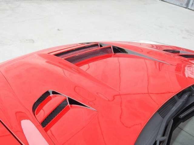 ROWENボンネネットを装着するすることによって、よりスピード感あふれる車両セッティングとなります。