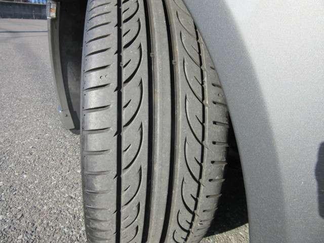 前後タイヤとも溝はたっぷり残っております♪