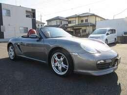 ディーラー車、左ハンドル、6速MT、テラコッタオールレザーインテリアのとても綺麗なお車です。