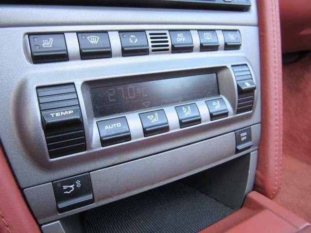 オートエアコン、PSM装備! 987特有のエアコンスイッチの剥げ・ベタつきも無くとても綺麗な内装のお車になります。