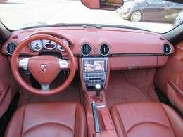 走行の割にはとても綺麗な内装のお車です。 テラコッタオールレザーインテリアがとても素敵なお車です♪