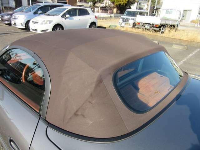 ブラウン幌がまた素敵なお車です♪ 電動開閉も問題ありません。