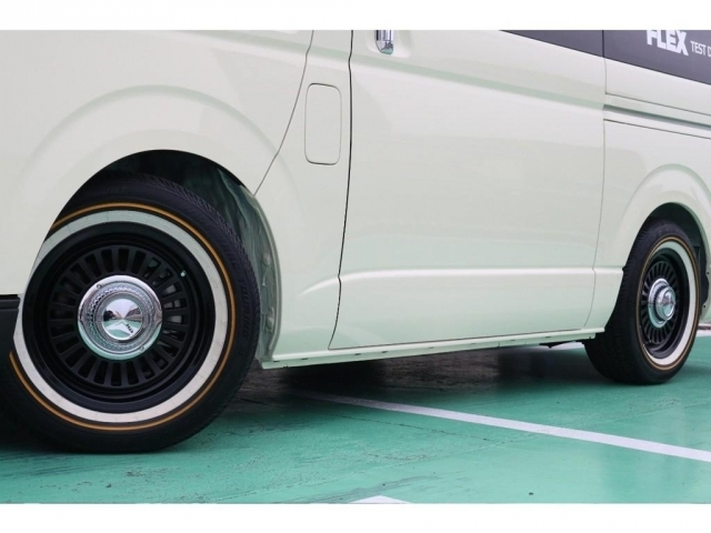 タイヤはヴォーグ225/60/R16の組み合わせとなっております!