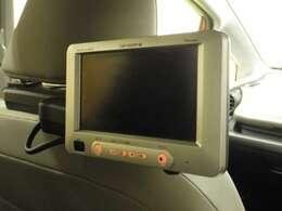 【リア席モニター】後ろに乗車している人を飽きさせません♪ テレビやDVDビデオを見ながら楽しいドライブを~☆♪