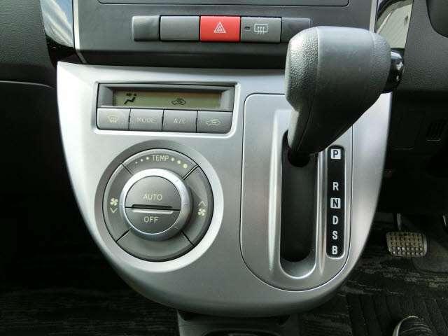 嬉しい快適装備!オートエアコン!車内を快適な温度に保ちます!!