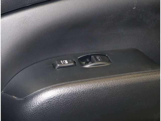 運転席だけですがパワーウィンドウも付いています