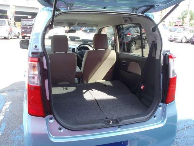 リヤシートを全て収納すればたっぷり収納できます