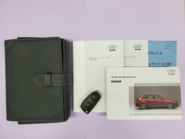 ■取扱説明書 ■ナビ取説 ■新車時保証書 ■ディーラー点検記録簿(H22、23、24、25、26、27、28、29、30) ■スペアキー