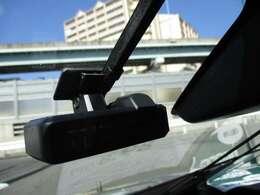 最近、話題のドライブレコーダーも装着されています。交通事故やあおり運転の証拠品として採用されるケースが増えています。ご自身の安全や身の潔白を証明するアイテムとして重要です。★☆★☆★