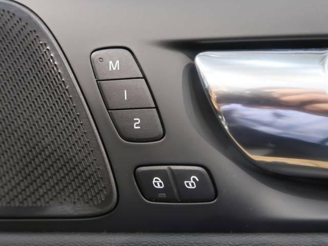 ◆メモリー機能付フルパワーシート『ドライバー2名までのシートポジションを記憶するメモリー機能付きのフルパワーシートを装備します。ご家族でのご使用をお考えの方にもぜひおすすめさせていただきます。』