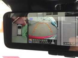駐車時やバック時に役立ちます。後方の下を確認できることで、安全を確保できます。縁石に対して強い効果を発揮します。
