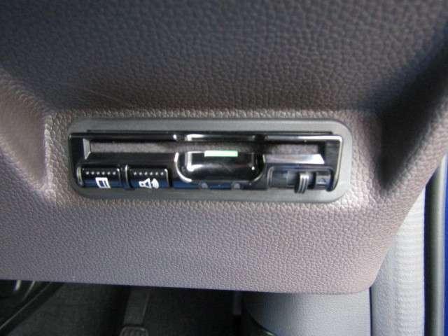 ETC車載器が付いています。セットアップをしてから納車しますので、カードを挿せばすぐお使いいただけます。