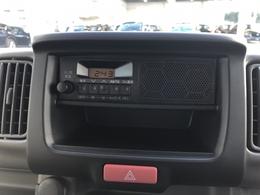 オーディオはラジオ機能のみ使用可能です。半分から下は小物入れになっていますので紙やペンなどを入れられます。