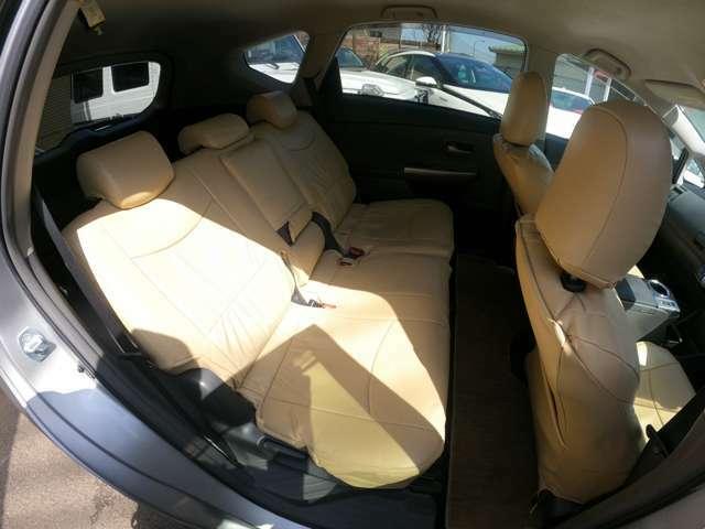 後部座席も広く、ゆったりと乗っていられます♪前面にシートを倒してしまえば、更に収納も可能です!
