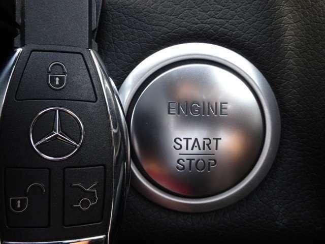 【キーレスゴー】キーを携帯しているだけで、リモコン操作をする事無くドアを施錠・解除する事が出来ます。キーレススタートはエンジンスタート・ストップボタンを押す事でエンジンの始動・停止が出来る機能です。