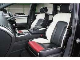 ■シートは張り替えられております!■ホワイト&ブラックツートンレザー!前席のフットレストはレッドになっておりとてもオシャレです!■