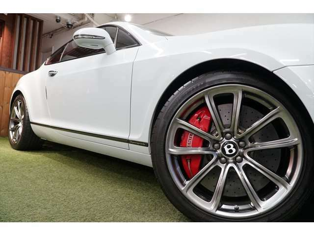 各メーカーのアルミホイール・エアロ・ローダウン・ナビ・オーディオ・インターフェイス・モニター・スピードレーダー、ドライブレコーダーの取付や加工などカスタム専属スタツフがご提案させて頂きます。