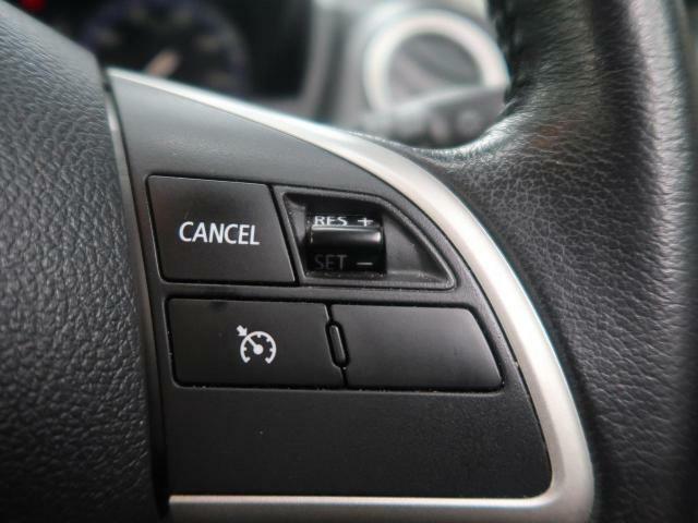 【クルーズコントロール】高速道路などでアクセルペダルを踏まずに一定速度でのクルージングを可能にする機能です。