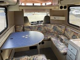 【内装について】内装に関しましてルーフ内張たるみシミなどございますが、補修して納車になります。