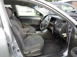 前席(運転席リフター付シート・運転席SRSエアバック付本革巻きチルトパワーステアリング・専用フロアマット)