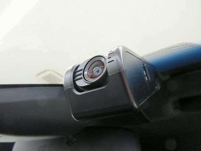 ■ドライブレコーダー/万が一の時にも大きな安心/事故の走行記録だけでなく、ドライブの思い出を記録し<カーライブを豊かにします!