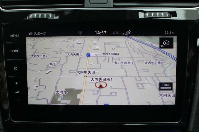 画面も大きく操作性にも優れた純正のナビゲーションです。地デジ放送にも対応しています。