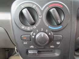 自身で温度を調節して快適なエアコン♪スイッチ類が手の届きやすい位置なのでラクラク操作です!