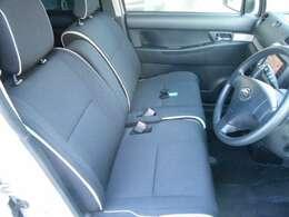 フロントシート、よくあるしみもなくきれいなシートです♪