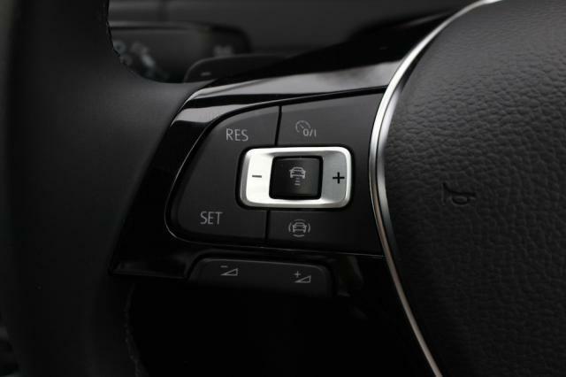前車追従機能は高速走行時など疲労軽減にもつながります。