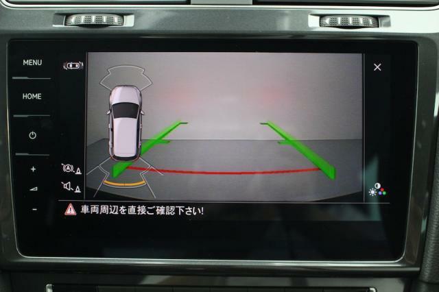 後方確認や駐車時などに便利なリヤカメラが装備されています。