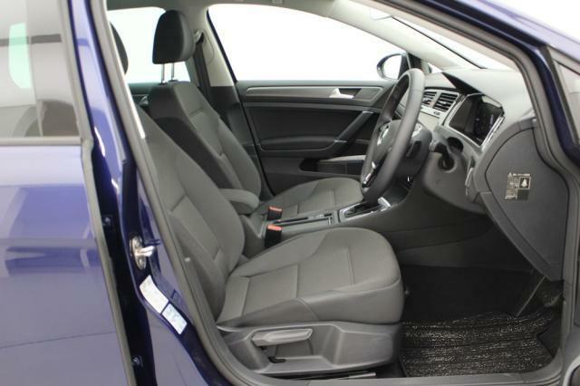 ロングドライブでも疲れにくくホールド性にも優れたシートです。