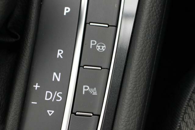 コーナーセンサーやパーキングアシスト機能が装備されていますので駐車や車庫入れも楽に行えます。