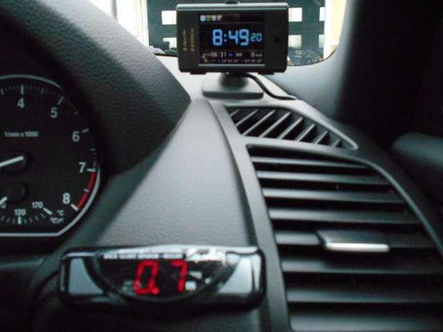 上 GPSレーダー 下 社外バックソナー(バックの際に障害物を音でお知らせ)