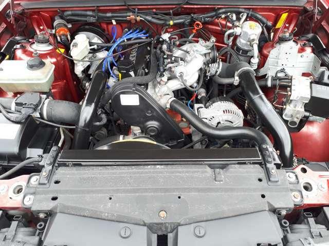 ボルボのパワーユニットは165馬力を発揮する4気筒ターボエンジン。インタークーラー装備のターボチャージャーは、全回転域にわたって太くかつフラットなトルクを発生します。(カタログ値)