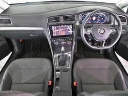 「DiscoverPro(Volkswagen純正ナビゲーションシステム)」・「リアビューカメラ(パーキングセンサー付)」・「ETC2.0」装着車両。